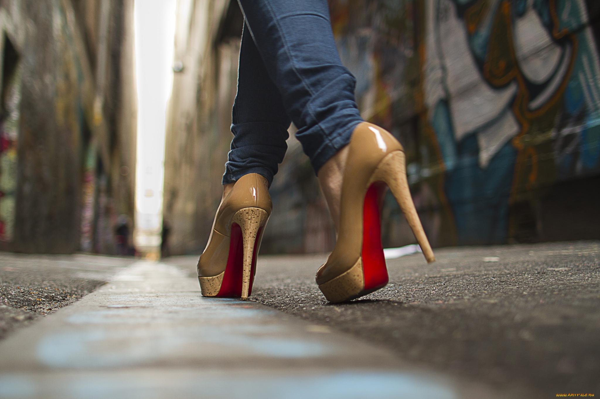 Туфли на девушке 7 фотография